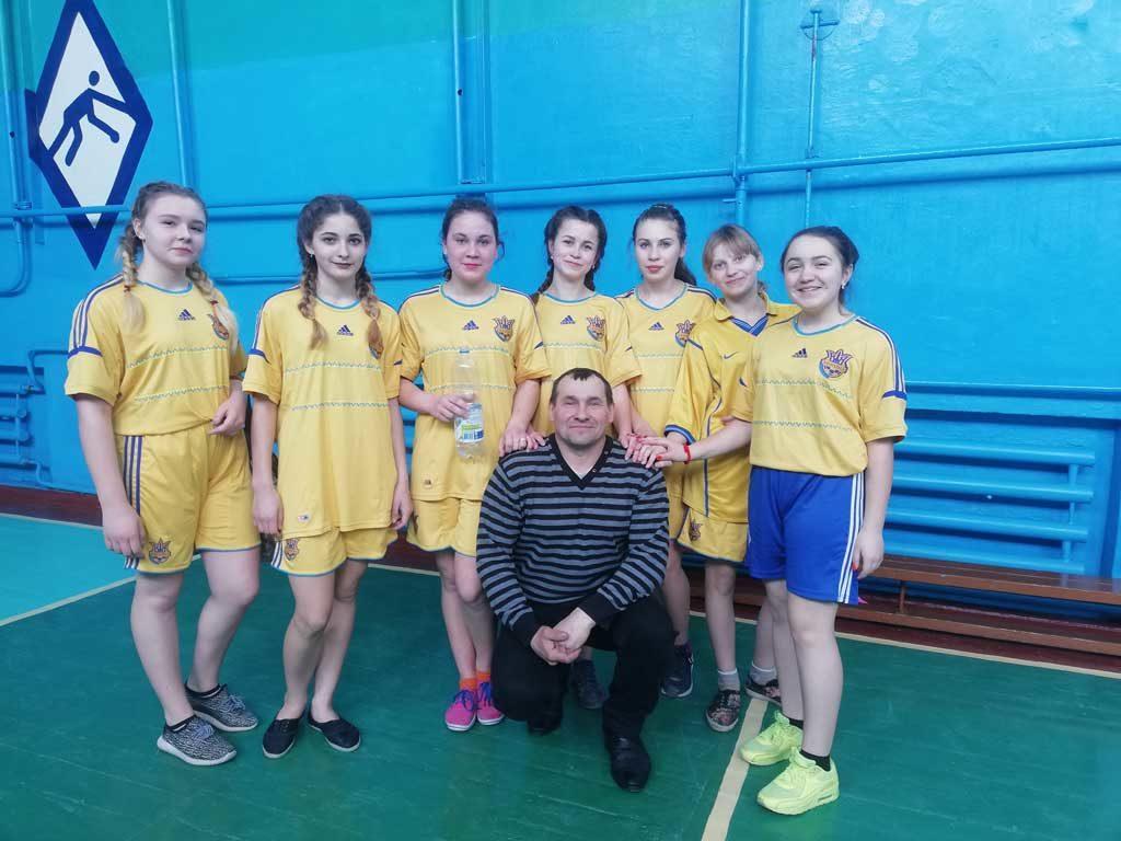 Команда дівчат Підліснівської ЗОШ